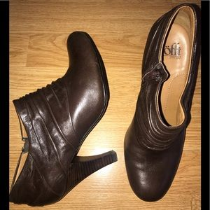 SOFFT 6 M Brown Pleated Front Ankle Shootie Heels